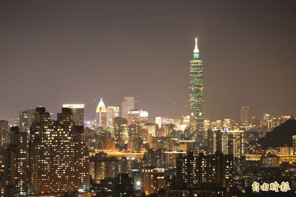 新北市中和區的烘爐地,曾被網友票選全台十大賞夜景最佳景點。(記者吳張鴻攝)