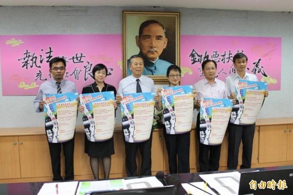 檢警與選務相關單位製作海報,呼籲反賄選。 (記者黃文鍠攝)