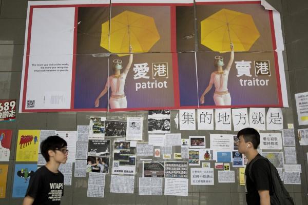香港特區政府與香港專上學生聯會(學聯)將於今晚6點於香港醫學專科學院大樓舉行2小時的會談。(彭博)