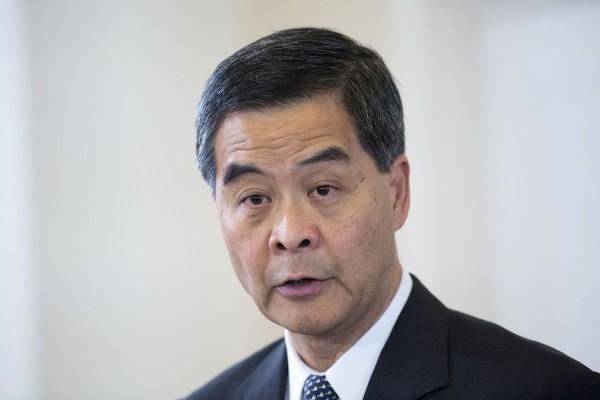 梁振英接受外國媒體訪問,強調將堅定維護北京的立場,對於佔中人士爭取的「真普選」表示不可接受,因為這樣會導致較窮的市民成為主導政治的聲音。(彭博社)