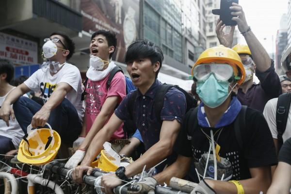 據香港中文大學民調顯示,挺佔中的民眾,比反佔中民眾還多。(歐新社)