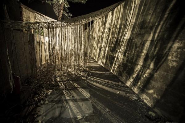 迷人光影讓古城夜晚更具可看性。(記者蔡宗憲翻攝)