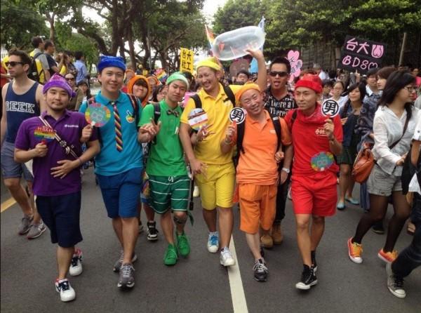 2014台灣同志遊行,許多世界各地的同志今日都來到台北共襄盛舉。(圖擷取自推特)