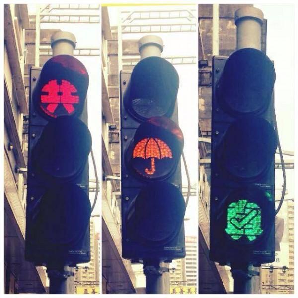 藝術家利用指模製作出來的紅黃綠燈,代表著真普選落實的期盼。(圖擷自流動佔中臉書專頁)