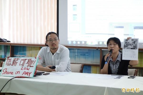 青年勞動九五聯盟接獲申訴,有台灣背包客到澳洲打工,卻在台資企業85度C工廠遭到低薪剝削,嚴正要求台灣總公司道歉,並要遵守澳洲當地法律,把欠薪返還。(記者吳柏軒攝)