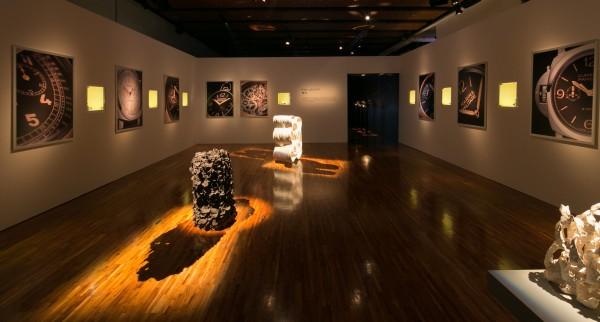 沛納海與台灣藝術家聯手展出「Tick-Tack,Tick-Art」鐘錶藝術展。圖為台灣陶藝師徐永旭創作展區,獨一無二的手工燒製藝術品呼應獨特的腕錶。(Panerai提供)