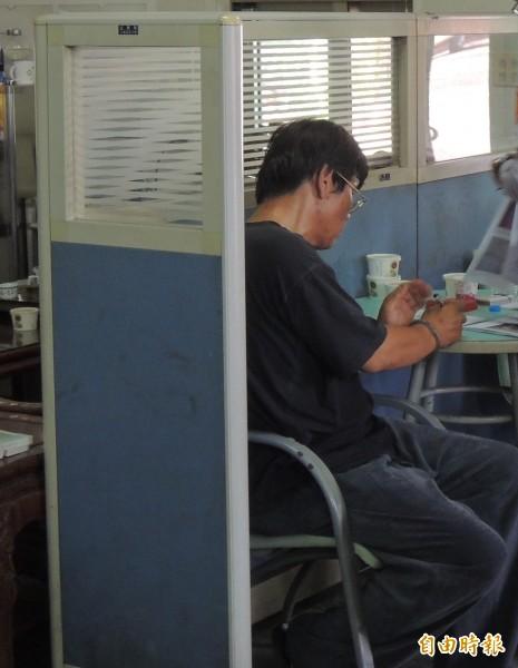 斗南警方今日逮捕李姓男子涉嫌販毒。(記者黃淑莉攝)
