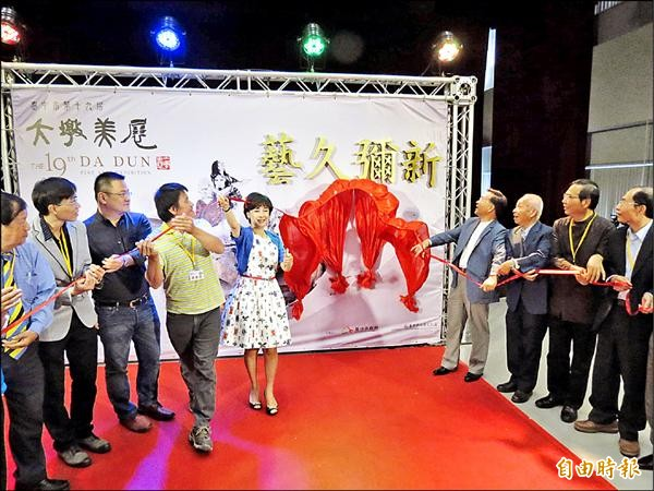 大墩美展今年邁向第十九屆,最高榮譽「大墩獎」得主五名,將在十一月一日頒獎典禮上宣布。(記者蘇孟娟攝)