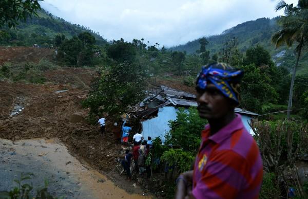 斯里蘭卡這幾週因為豪雨不斷,今早發生嚴重土石流,導致當地民眾多人傷亡。(法新社)
