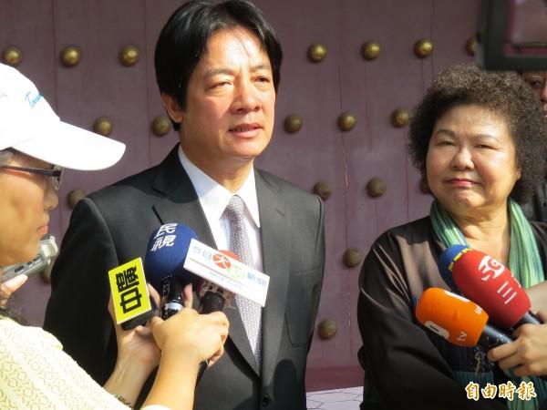 台南市長賴清德(左)、高雄市長陳菊(右)在台南聯手批馬。(記者蔡文居攝)