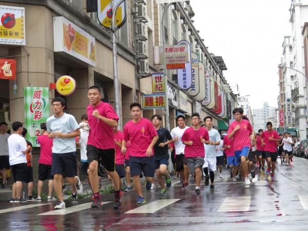 近年路跑盛行,夾腳拖跑者也漸漸增加,示意圖。(資料照,記者黃美珠攝)