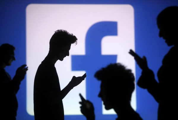 人往生後,其臉書帳號會面臨兩種選擇,1.刪除2.緬懷。(路透)