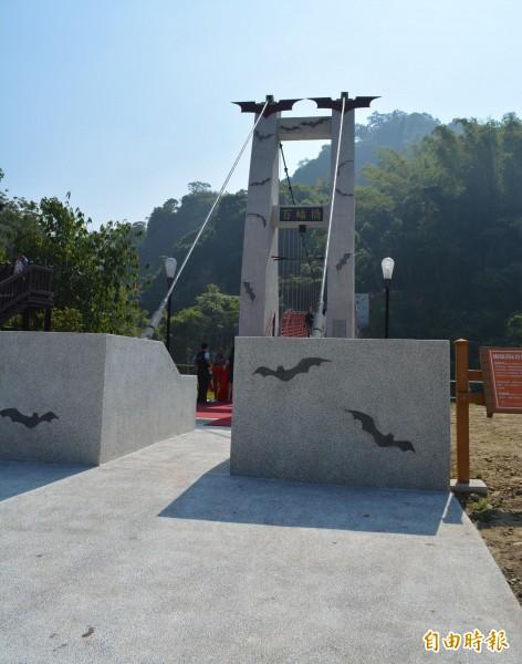 太平蝙蝠洞新吊橋「百蝠橋」今天啟用,地方期盼重現過去風華。(記者陳建志攝)