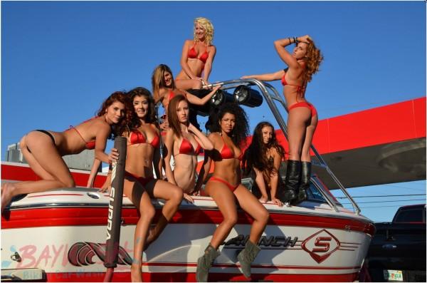 比基尼美女為洗車場吸睛賣點(照片擷取自Baywash Bikini Car Wash)