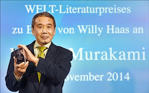 享譽國際的日本作家村上春樹,榮獲本屆德國《世界報》文學獎,七日於柏林接受表揚。(法新社)