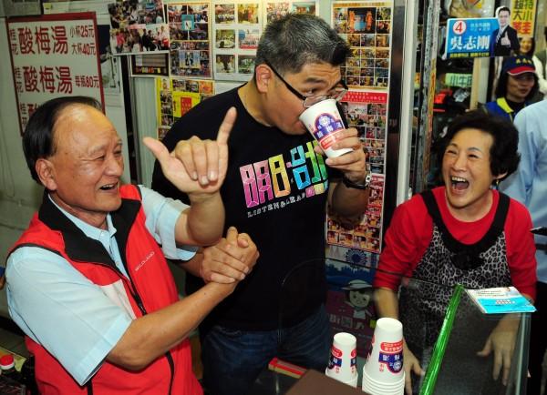 國民黨台北市長候選人連勝文今天提出都市更新政策。(記者羅沛德攝)