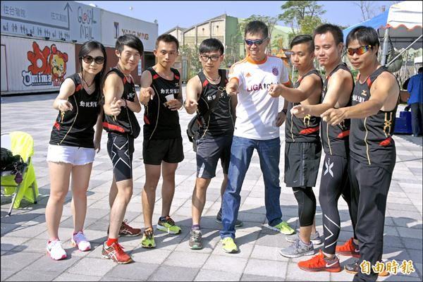 多個跑友社團響應新竹市第二屆城市馬拉松。(記者洪美秀攝)