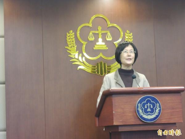 台北監獄爆發收賄弊案,法務部長羅瑩雪特地召開記者會強調,檢調辦案無上限,一定要查清楚,她並要監所落實查房,徹底檢查。(記者張文川攝)