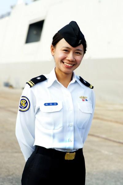 124艦隊迪化軍艦中尉輪機官蘇儀萱。(圖由海軍司令部提供)