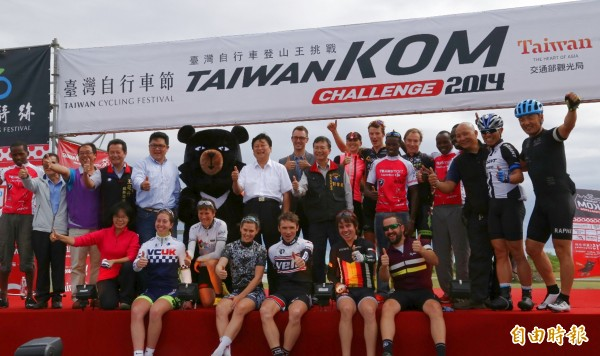 台灣自行車登山王挑戰賽,選手將一路從七星潭騎至合歡山。(記者游太郎攝)