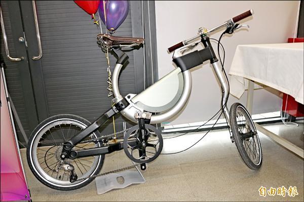 瑟克萊創意工作室設計的Somerset電動摺疊自行車雖未正式量產,但在歐洲展示時,已極獲好評。(記者詹士弘攝)