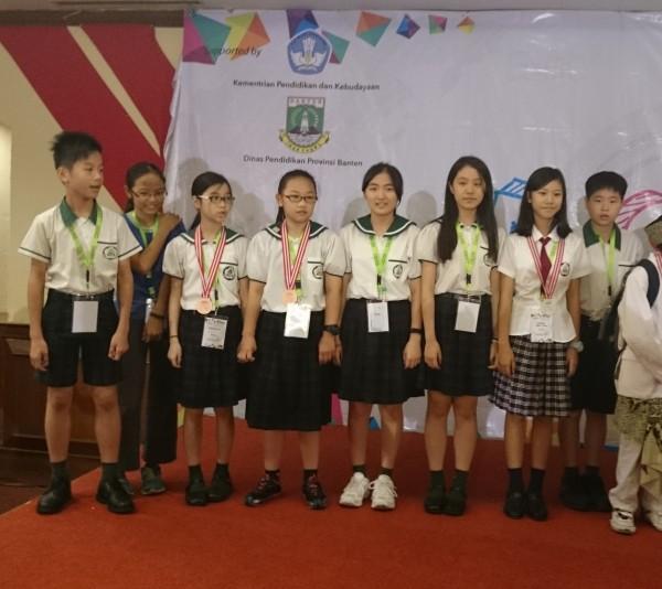2014年亞洲奧林匹亞國小科學和數學競賽,台灣共派出16名小將出征,奪下1銀8銅,歷年參賽成績最佳一次。(圖由林自奮提供)