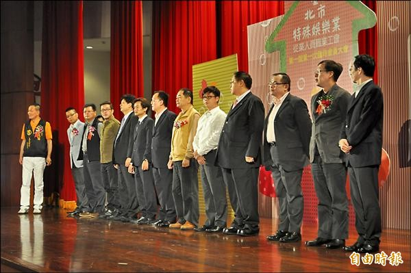 工商法律界人士出席成立大會並擔任顧問。(記者劉慶侯攝)