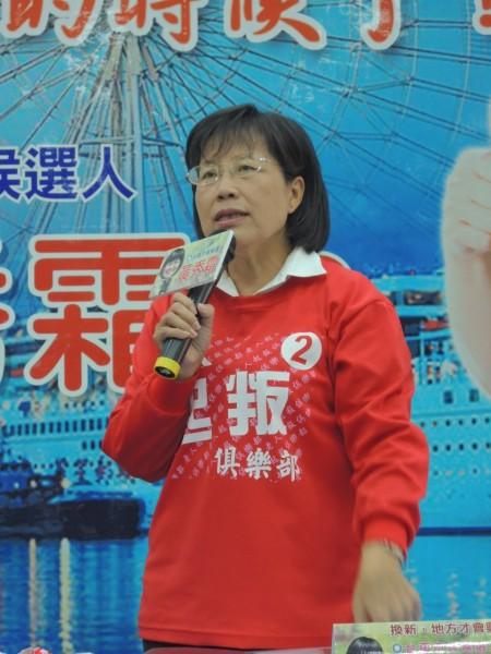 國民黨台南市長候選人黃秀霜密集曝光,遭綠營質疑是否有依規定請假。(記者林孟婷攝)