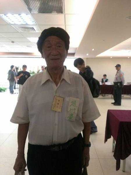 台北市長候選人趙衍慶,靠拾荒維生,拿出省吃儉用累積來的200萬元,作為選舉保證金,是為了替人生留下印記。(記者邱紹雯攝)