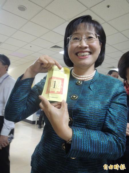 國民黨市長候選人黃秀霜,到場抽中第一位發表政見。(記者洪瑞琴攝)
