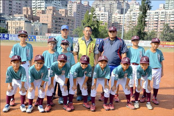 安平唯一的社區棒球隊,下月將到嘉義參加國際邀請賽。(安平社區億載少棒隊提供)