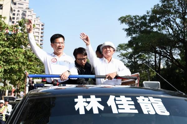 民進黨前主席林義雄(右)今天特別為林佳龍助選,肯定林佳龍是值得栽培的政治領袖。(記者廖耀東攝)