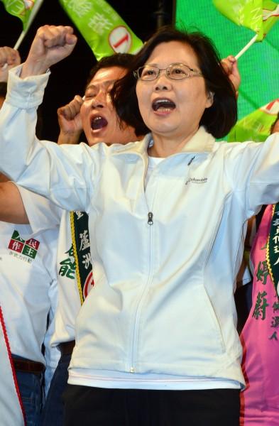 民進黨主席蔡英文用「三支箭」形容中彰投,呼籲大家團結起來直指箭靶、帶領台灣改變。(記者王藝菘攝)