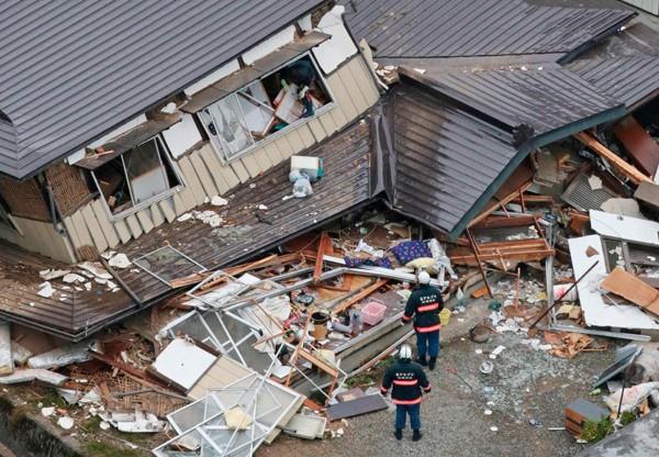 日本長野縣北部的白馬村地區,廿二日晚間發生規模六.七地震,造成五十餘棟房屋全毀或半毀,至少四十一人受傷。 (路透)