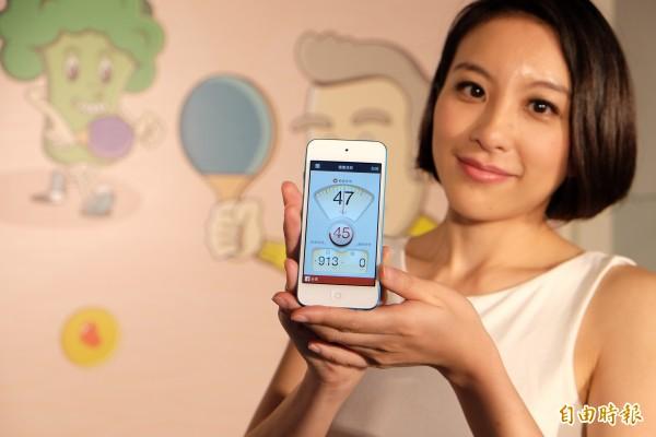 結合失智症篩檢、運動健身、及拍照計算卡路里之「健康日記」App,也將於近日內在Apple軟體市集上架。(記者陳炳宏攝)
