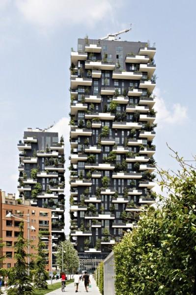 遠看貌不驚人,近瞧才發現大有玄機,整棟建築宛如一座垂直森林。(圖擷取自《Business Insider》網站)