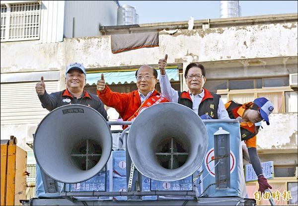 中市長胡志強選前衝刺,昨在大里、太平、霧峰進行車隊掃街。(記者陳建志攝)
