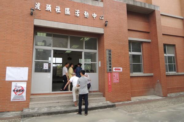 台南市官田區渡頭里346投開票所傳婦人欲投票,但選舉人名冊紀錄為已領取選票。(記者劉婉君攝)