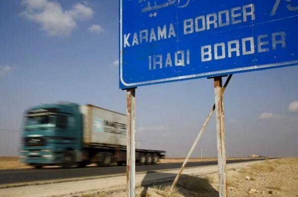 許多卡車業者透過從約旦運物資到伊拉克營利,自從伊斯蘭國佔領伊拉克西北部地區後,伊拉克局勢更加動盪,這條路變得非常危險。(圖取自《華盛頓郵報》)
