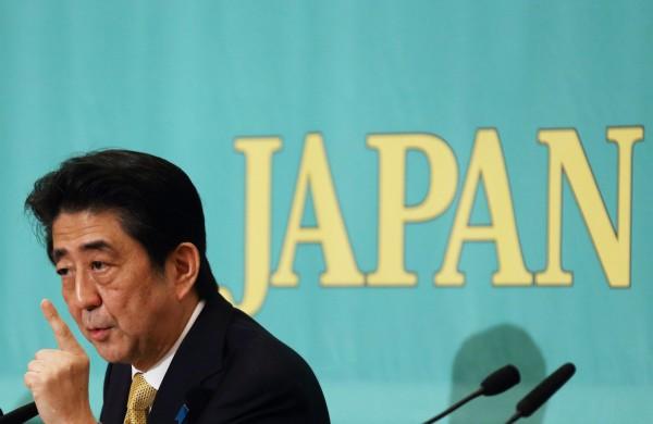 安倍經濟學不被日本國人認同,有高達9成民眾無感。(彭博社)