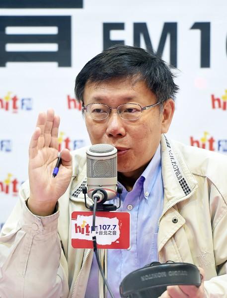 台北市長當選人柯文哲今天接受台北之音專訪。(記者方賓照攝)