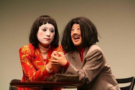 反串老頭勾引寡婦,寡婦回「不行啦~不要,不要」成為日本年度流行用語。(圖片擷取自So-net)