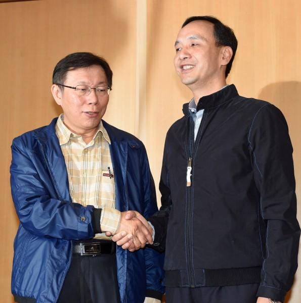 台北市長當選人柯文哲下午拜會新北市長朱立倫,雙方就雙北合作議題談話約1小時。(記者羅沛德攝)