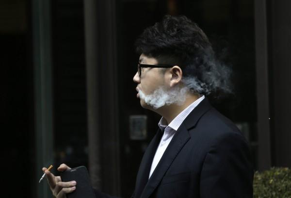 韓國政府為了減少吸菸人口,將調漲香菸價格。圖與新聞無關。(資料照,路透)