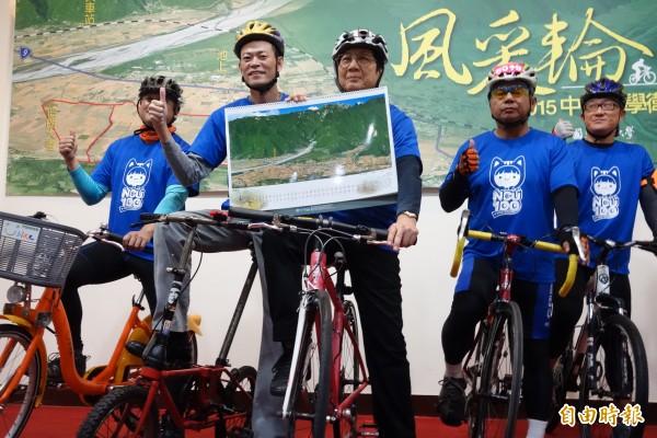 中央大學發表2015年衛星影像月曆「風采輪」,透過衛星拍攝6條單車路線,呈現台灣風情。(記者林曉雲攝)