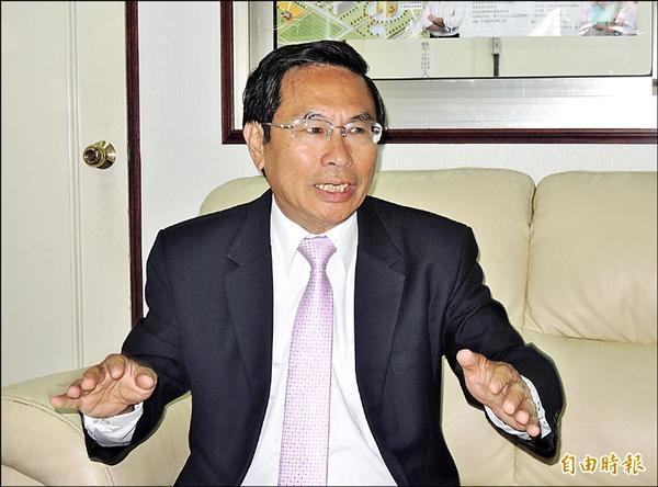 準嘉義市長涂醒哲昨接受本報專訪時表示,上任首要解決食安問題。(記者丁偉杰攝)
