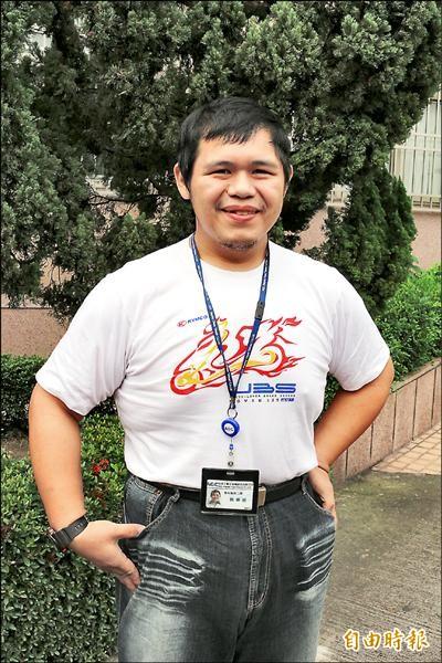 簡煇桓靠運動、節食,一年下來瘦了52公斤。(記者詹士弘攝)