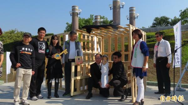 台灣人權文化協會演出行動劇,要求馬政府釋放阿扁(記者蘇金鳳攝)