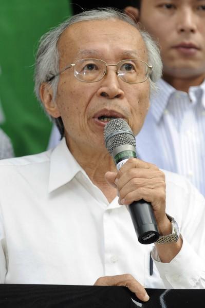 台灣環境保護聯盟創會會長施信民表示,北宜鐵路其實兩個方案都沒有必要,直接提高現行鐵路行車速度才是最佳方案。(資料照,記者簡榮豐攝)