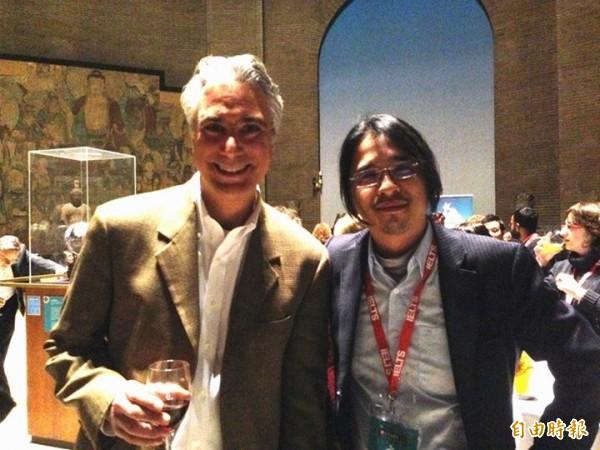 台大教授葉丙成(右)組成的團隊「PaGamO」打敗哈佛等全球名校,奪下首屆全球教學創新大獎。(記者吳柏軒攝)
